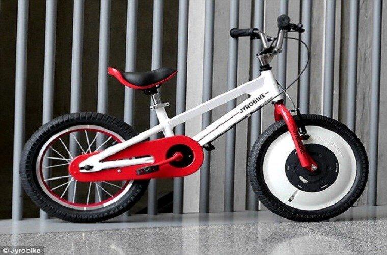 Độc đáo với xe đạp cân bằng không bao giờ đổ