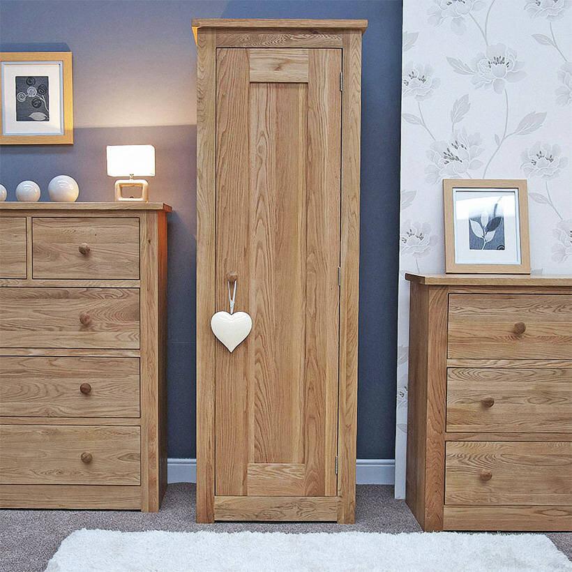 Tủ quần áo một cánh Torino gỗ sồi có thiết kế phù hợp với căn phòng nhỏ
