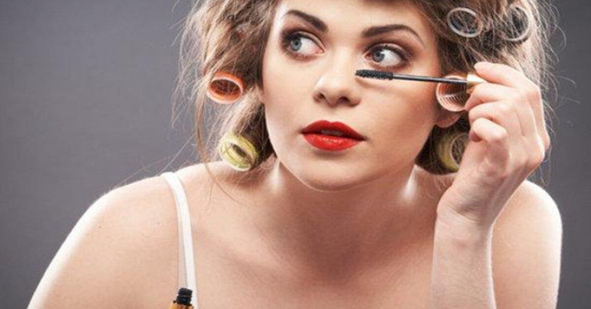 Dùng mascara và chì kẻ mắt có hại cho mắt không ?