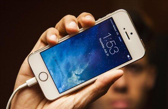 Dùng sạc iPad cho iPhone có hại máy, chai pin không hay xài Macbook Air?