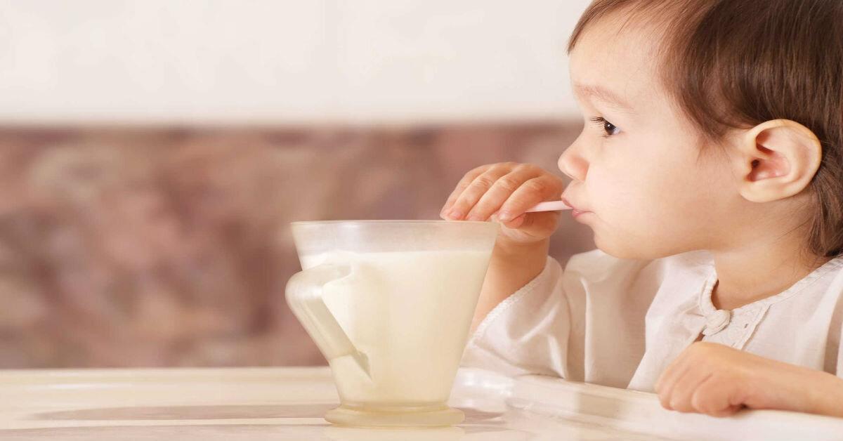Dùng sữa bột nào để con hết táo bón ?