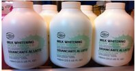 Dùng sữa tắm không chứa xà phòng, tạo ít bọt để làm sạch da an toàn