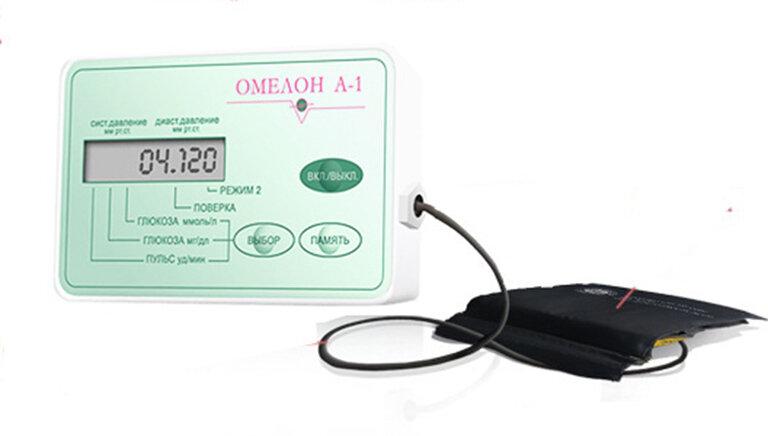 Máy đo đường huyết không cần lấy máu Omelon A1
