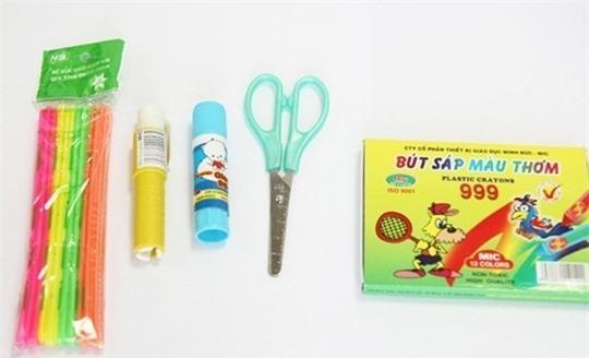 Bút tô màu, kéo, keo dính,... cho môn mỹ thuật của các bé cấp 1