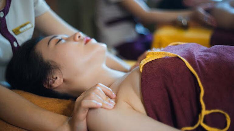 8 lợi ích từ việc massage cho phụ nữ sau sinh