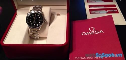Chọn mua đồng hồ Omega tại các cửa hàng phân phối chính hãng để được mưa hàng thật