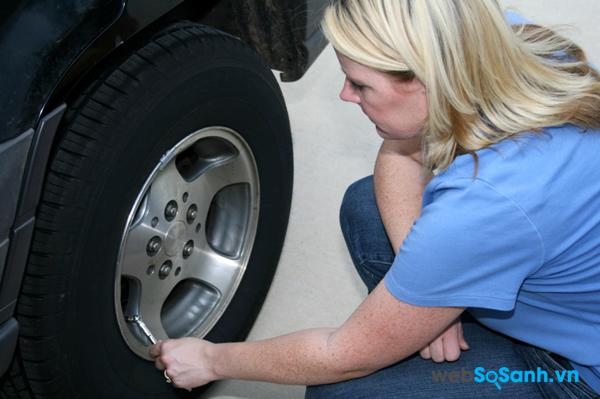 Thường xuyên kiểm tra tình trạng lốp để kịp thời phát hiện những hư hỏng