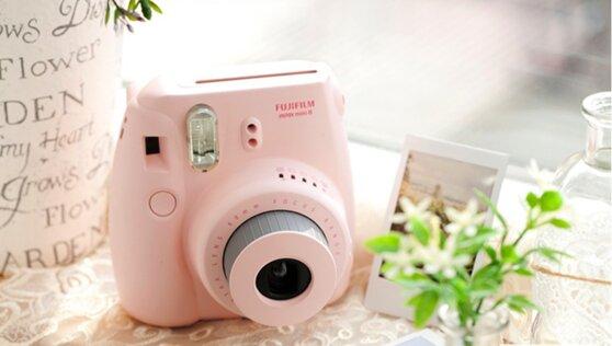 Fujifilm Instax Mini 8: Cho tôi một vé về tuổi thơ
