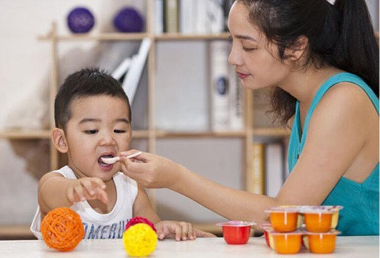 Cho trẻ ăn váng sữa đúng hương vị, đảm bảo chất lượng dinh dưỡng