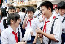 Gần 30.000 học sinh Hà Nội, 14.000 học sinh Hồ Chí Minh không vào được lớp 10 công lập