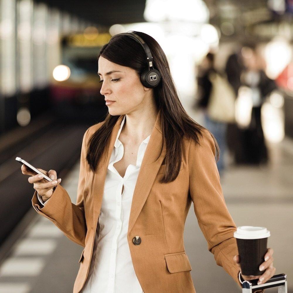 Thiết kế ấn tượng của chiếc tai nghe Sennheiser MM 550-X