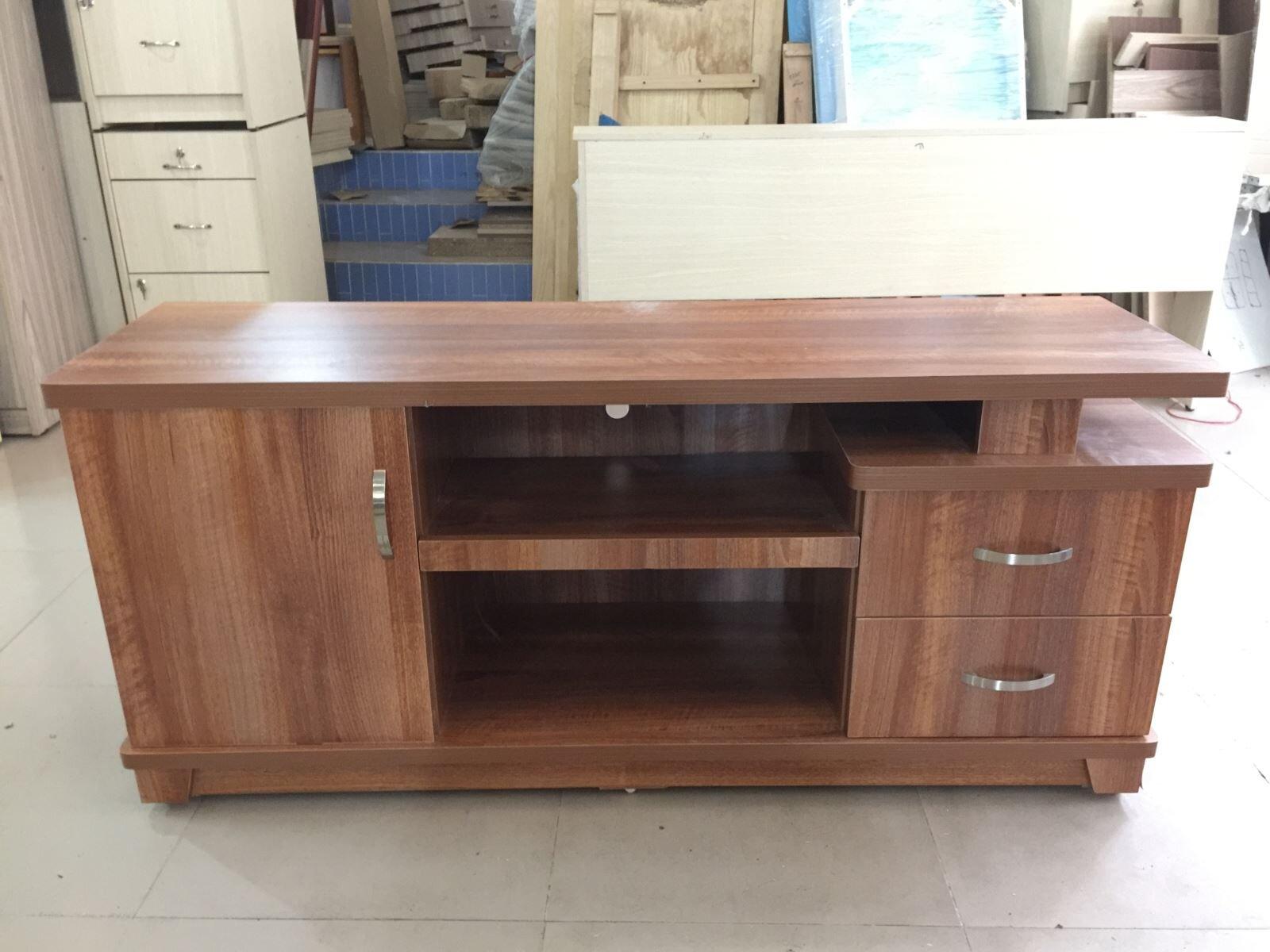 Giá kệ tivi gỗ công nghiệp có rẻ không ?