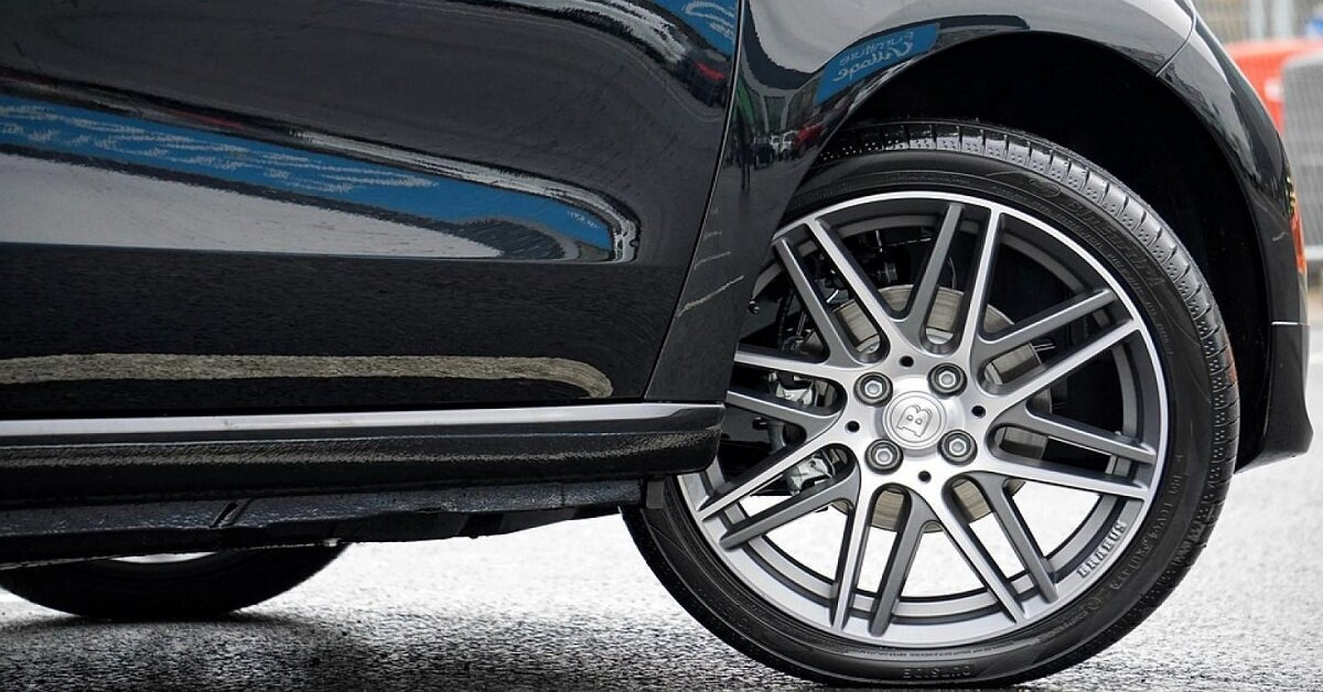 Giá thay lốp xe ô tô Mercedes bao nhiêu tiền?