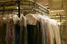 Giặt khô quần áo và những điều cần biết