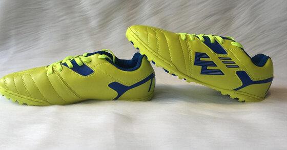 Giày đá bóng Prowin dùng có tốt không? Giá bao nhiêu?
