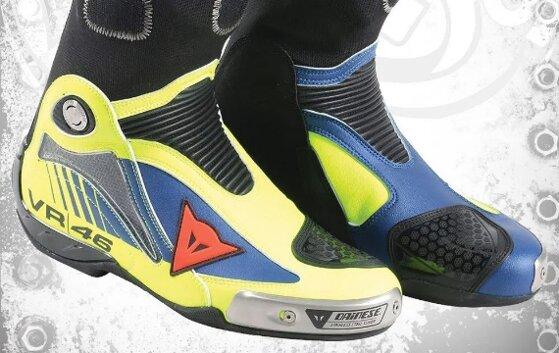 Giày moto chống nước nào tốt: Scoyco Dainese Alpinestars SIDI