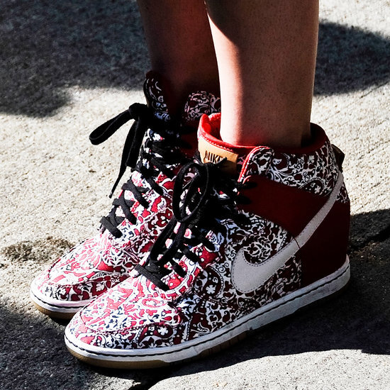Giày thể thao chưa chắc đã an toàn đối với con gái...