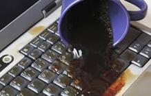 Cách cứu sống chiếc laptop khi bị dính nước