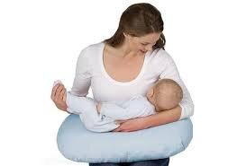 Gối tựa giúp mẹ không đau vai, mỏi lưng khi cho con bú