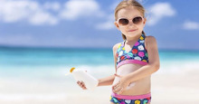 Sử dụng kem chống nắng nào an toàn tốt cho da của mẹ và bé ?