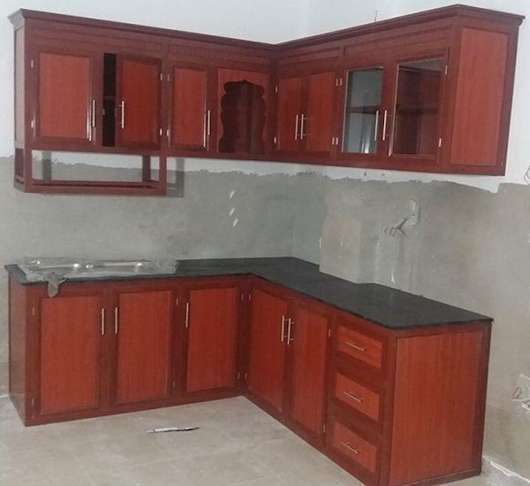 Nên chọn tủ bếp bằng nhôm hay tủ bếp gỗ