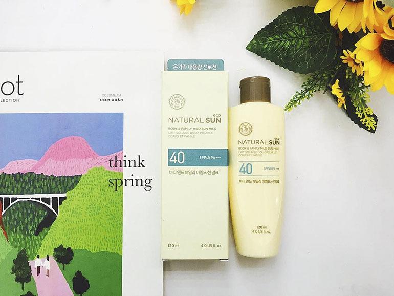 Kem chống nắng toàn thânNatural Sun Aq Body Family Mild Sun Milk SPF40 PA+++ dịu nhẹ với làn da, bảo vệ da hiệu quả dưới tác động không tốt từ ánh nắng mặt trời