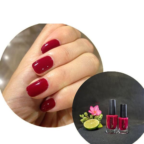 Sơn móng tay màu đỏ cherry