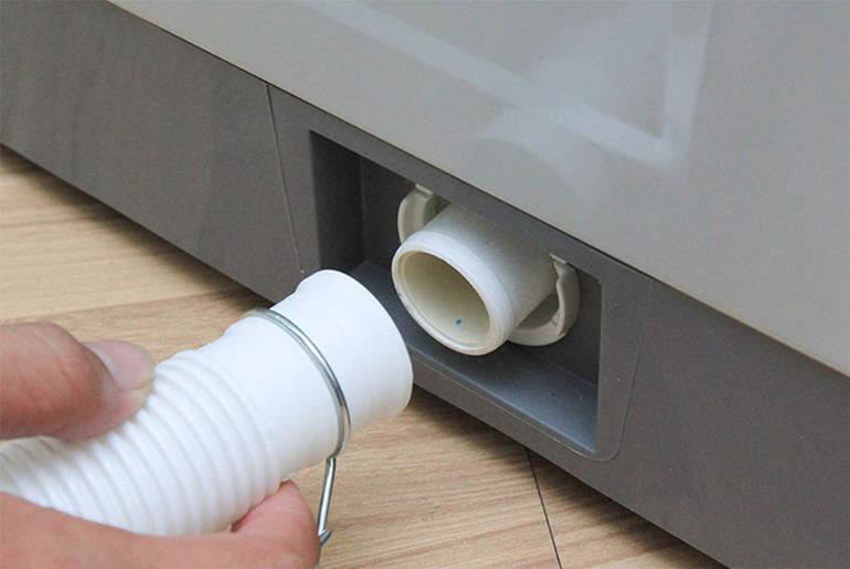 Vệ sinh ống xả nước thải