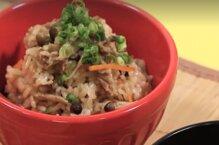 Học người Nhật cách nấu cơm nấm thịt bò BBQ siêu ngon chỉ bằng nồi cơm điện