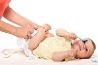 Hướng dẫn các mẹ cách thay tã, bỉm cho bé đúng cách