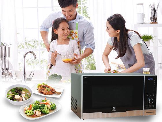 Hướng dẫn cách sử dụng lò vi sóng Electrolux hâm nấu, rã đông hiệu quả