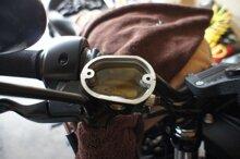 Hướng dẫn cách tự thay dầu phanh xe máy (infographic)