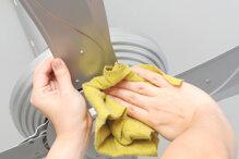 Hướng dẫn cách vệ sinh và bảo dưỡng quạt trần tại nhà