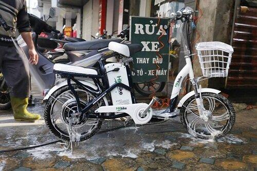 Hướng dẫn chi tiết cách rửa xe đạp điện sau khi đi trời mưa
