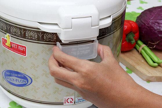 Hướng dẫn chi tiết cách tháo nồi cơm điện Sharp tại nhà