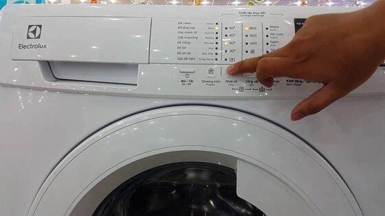 Hướng dẫn dùng chế độ vắt của máy giặt Electrolux cửa trên, cửa ngang