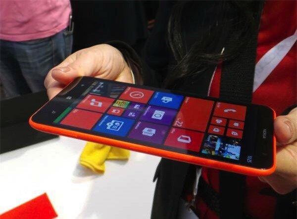 Màn hình 6 inch của Lumia 1320