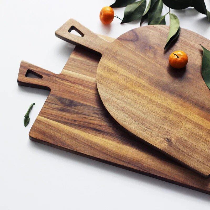 Thớt gỗ được bà nội trợ sử dụng phổ biến hiện nay