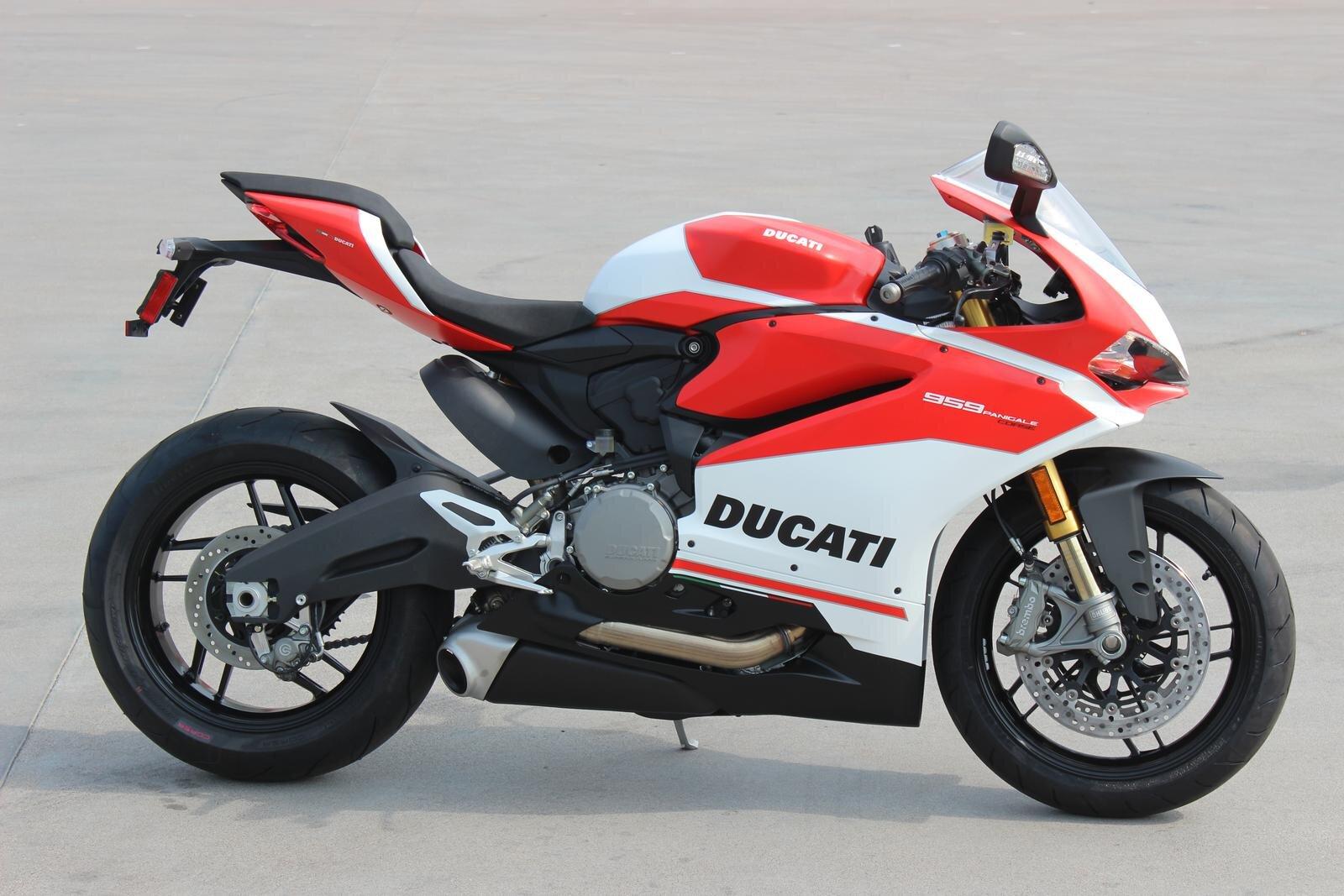 Xe mô tô đến từ hãng xe phân khối lớn Ducati nổi tiếng