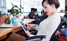 [Infographic] Tìm hiểu tư thế ngồi làm việc đúng cách cho dân văn phòng