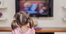 Trẻ em sử dụng smart tivi để xem phim hoạt hình quá nhiều – Hướng dẫn cách khoá mạng internet trên smart tivi 2018