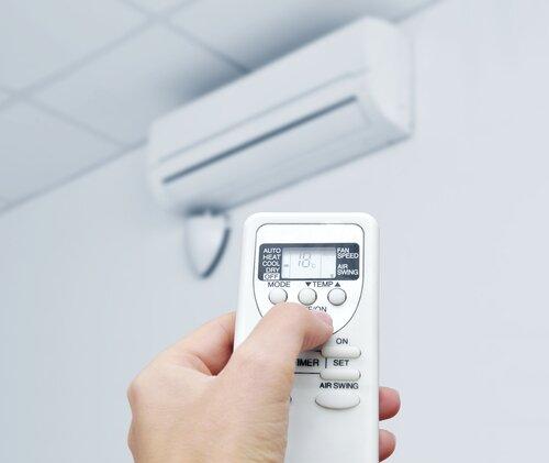 Nhiệt độ lý tưởng của phòng là khoảng 26 độ C – 29 độ C.