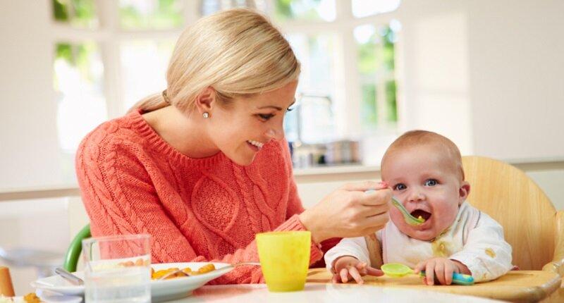 Ghế ăn dặm giúp bé ổn định vị trí khi ăn