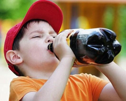 Những đồ uống có ga dễ gây cho con bạn cảm giác no giả dẫn đến biếng ăn