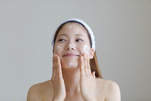 Kem dưỡng da là món mỹ phẩm cần thiết nếu bạn muốn da luôn mịn màng