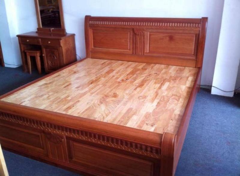 Giường làm từ gỗ xoan đào tự nhiên chắc chắn có độ bền cao (Nguồn: vatgia.com)