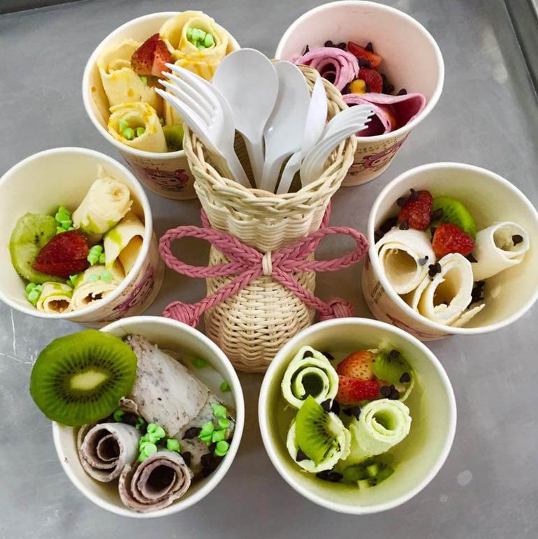 Cách làm kem cuộn Thái ngon miễn chê mà chẳng cần dùng máy làm kem cuộn Thái Lan