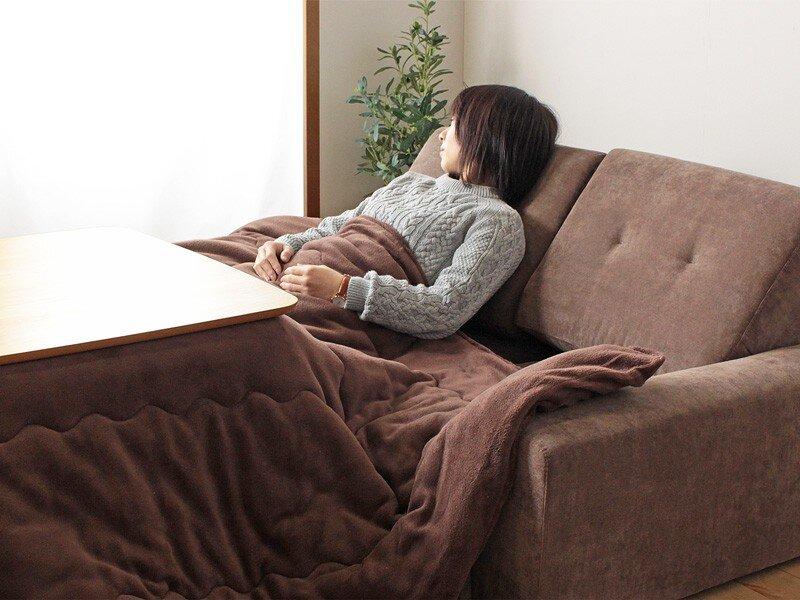 Thư giãn trên một chiếc sofa êm ái là lựa chọn lý tưởng
