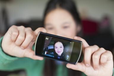 Khi nào cha mẹ mới nên mua cho con một chiếc smartphone?