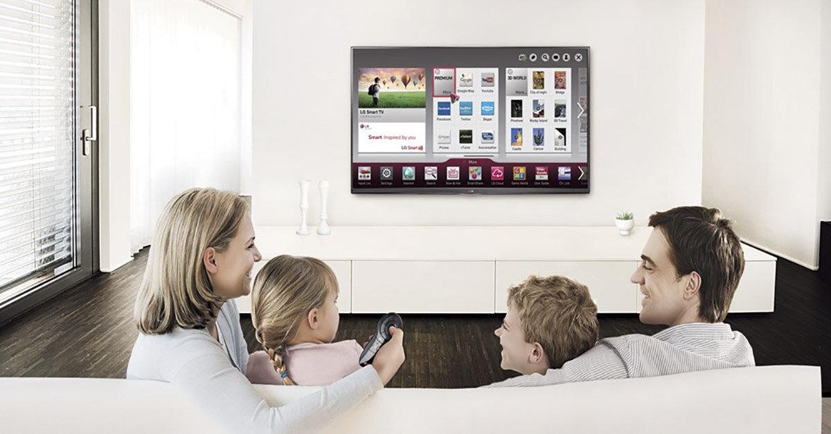 Khi người lớn và trẻ em cùng xem tivi: Đâu mới là lợi ích và tác hại cho việc làm này
